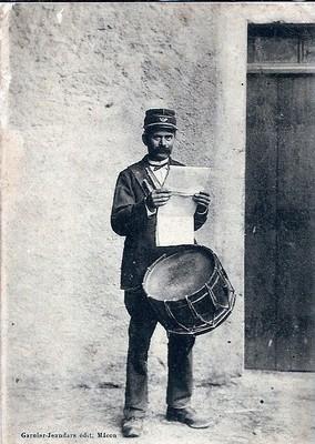 Un garde champêtre et son tambour au début du XXe