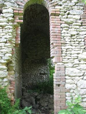 Partie de la structure du four à chaux d'Adon