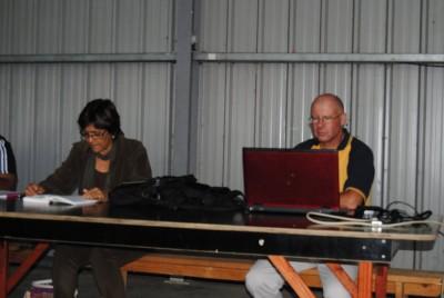 Lionel nous présentant le logiciel qu'il a mis au point pour Dorcas