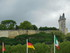 Château et drapeaux