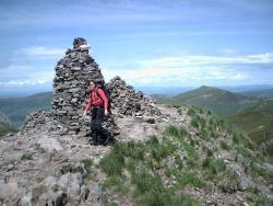Homme de pierre au sommet du Chavaroche, detruit et mal reconstruit.