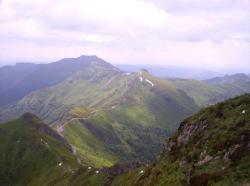Le Chavaroche (au fond) et Chapeloune vue du sommet du puy Mary