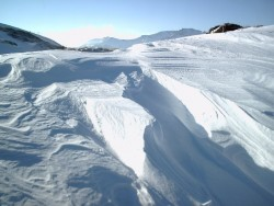La neige travaillée par le vent