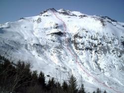 Peyre Asrse vu de la santoire-en rouge la Trace de la descente en skis