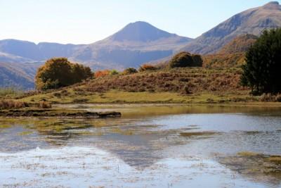 Le puy Mary Vu de l'étang de l'Ascourt