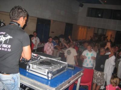 Le DJ..