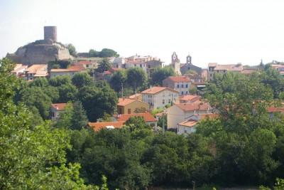 Le vieux village avec sa tour