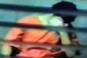 Omar pendant son incarcération (image de la vidéo)
