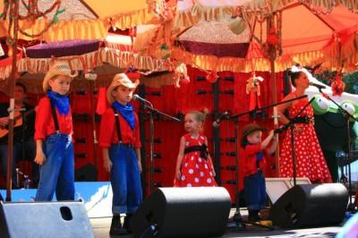 Kasey Chambers et ses petits chanteurs