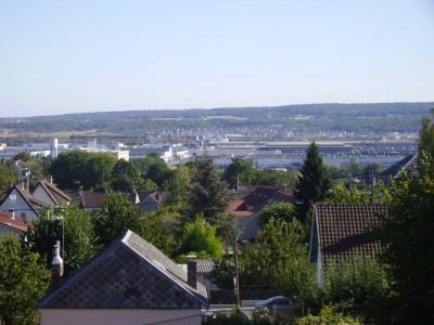 Descente sur Juziers ; vue sur les industries le long de la Seine