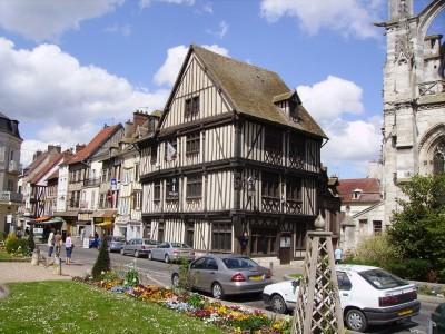 Office de tourisme de Vernon : maison Renaissance un peu penchée !