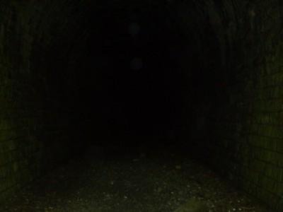 L'obscurité inquiétante du tunnel