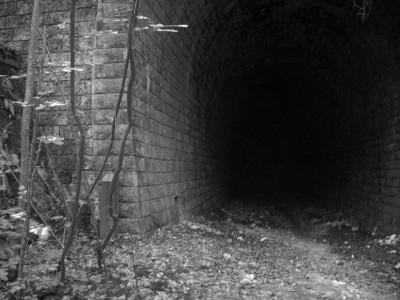 Tunnel en noir et blanc : dernière photo