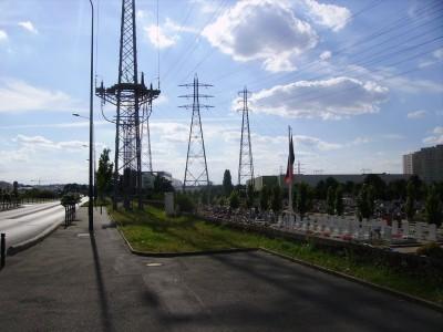 Cimetière et centrale électrique