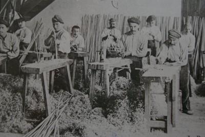 ouvriers fouetistes en 1900(usine Massot)