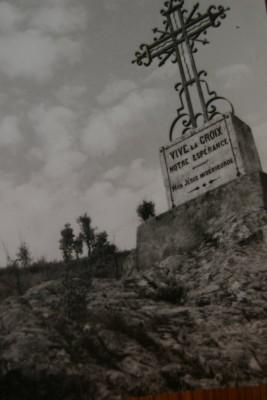 croix sur le sentier de N.D. du Chateau