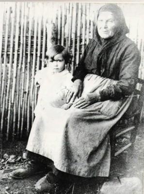 La vieille Parotte et sa petite fille