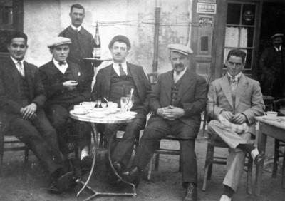jacques Margail au centre avec la casquette, mon père à gauche et un oncle à droite