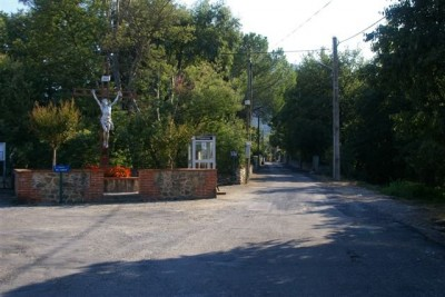 rue du Veïnat et le Christ
