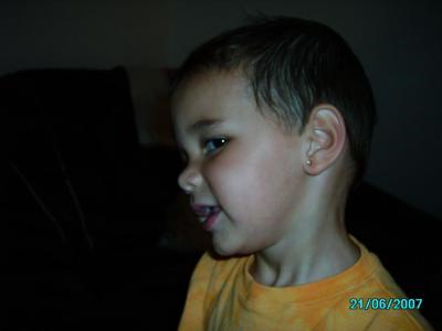 Mon fils fier de sa boucle d'oreille