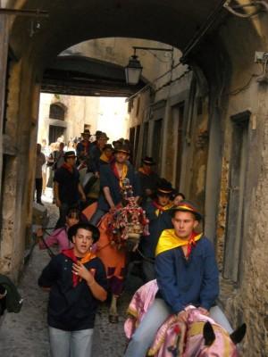 passage dans les rues du vieux village