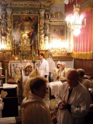 Dans la chapelle des pénitents blancs.