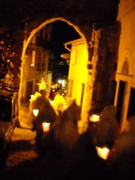 La procession dans les rues de Tende.