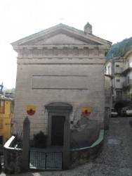 La chapelle des pénitents noirs et rouges.