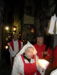 Pénitents rouges suivis par le Père B.Pineau.