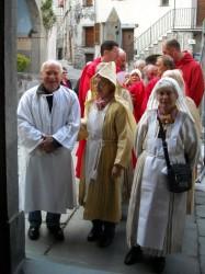 A l'entrée de la chapelle des pénitents noirs.