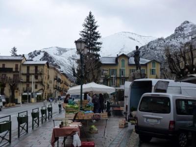 place de la mairie, le mont court est blanc.