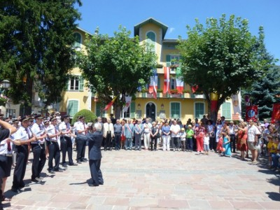 Hymnes Nationaux par la fanfare de Robilante.