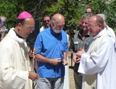 Remise de la médaille du mérite diocésain à M. Lorenzi et Ch. Le Martelot.