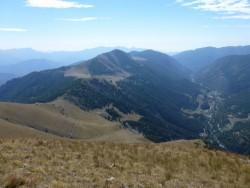 A droite : Castérino. En face, la baisse de Peyrefique et le sentier prit le matin.