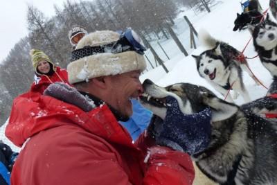 Jeu entre Paul et son chien : Na pas tenter de l'imiter!