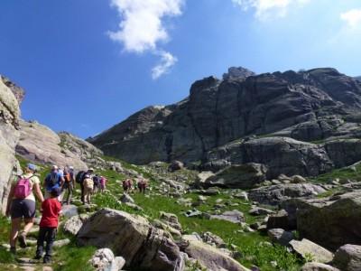De roche en roche, l'ascension se fait naturellement, sans y penser.