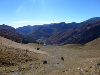 Du sentier, vue sur la vallée et Castérino.