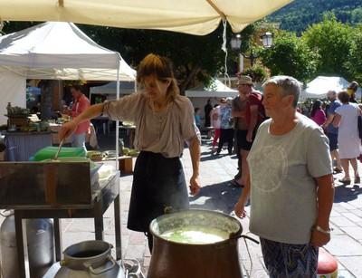 Démonstaration fabrication du fromage avec Séverine Lanteri.