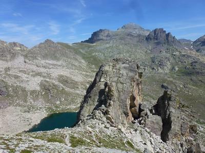 Plus haut, vue sur le Lac de L'Huile et la cime des Merveilles.