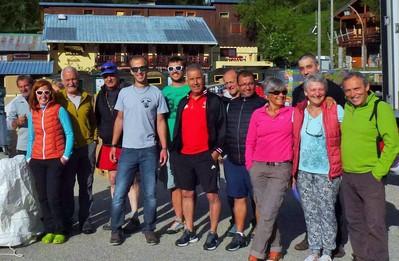Début juin 2017. Les gardiens de refuges avec les bénévoles pour la préparation de l'héliportage à Castérino.
