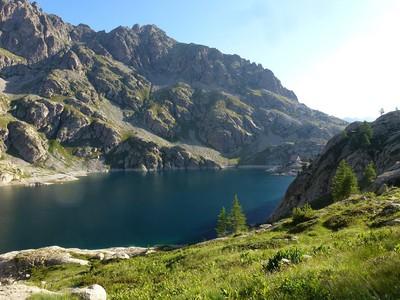 Lac vert de Valmasque et son refuge.
