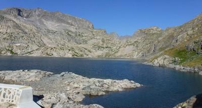 Le Lac Agnel, au fonc Le Pas de l'Agnel