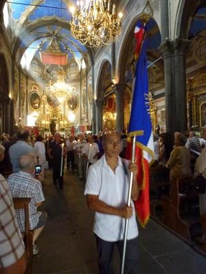 La procession de la confrérie des bergers portant St Roch