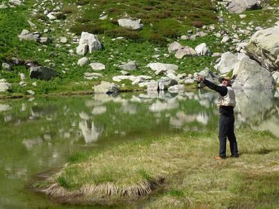 Morgan pêche à la mouche au Lac Mouton
