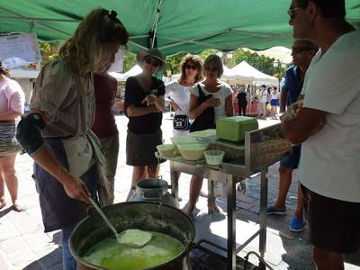 Avec Severine Lanteri, démonstration fabrication de fromage, traite d'une vache aussi !