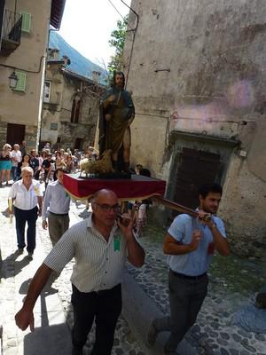 La statue de St Roch portée en procession