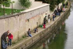 un demi-groupe pêche