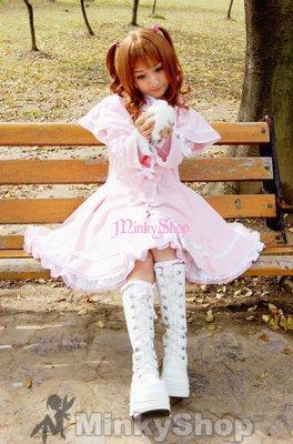 Ce style de vêtement est inspiré des poupées en porcelaine et des enfants  bourgeois du 16eme siècle.